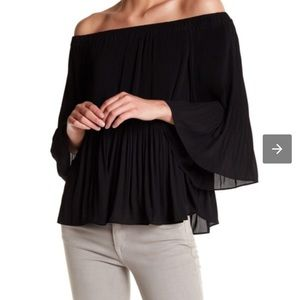 NWT! Vince Camuto off the shoulder accordion top!